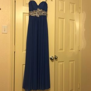 Dresses & Skirts - Beautiful formal gown